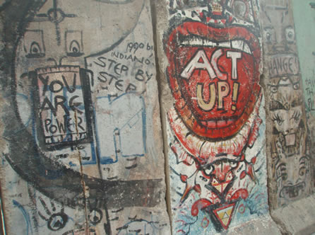 Newseum_Berlin_Wall_3-29-08